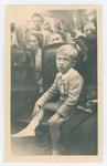 Cerimonia della consegna della medaglia d'oro alla memoria di Giovanni Carli. Il figlio di Giovanni Carli con la medaglia d'oro al petto