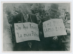 Partigiani con cartello al collo. settembre 1944