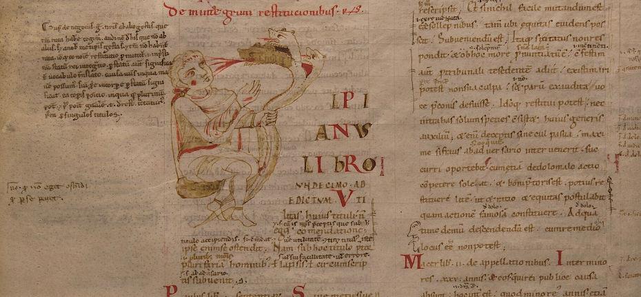 Capolettera del ms. 941, c. 35v. La U di Ulpianus, che apre il libro IV, è rappresentata da una figura maschile seduta, la cui mano sinistra stringe un fascio di tre serpenti. L'immagine forse raffigura Ercole che combatte l'Idra di Lerna.