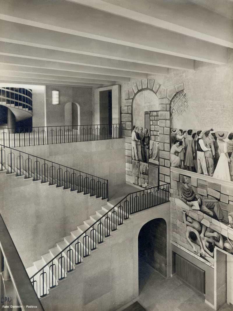 Palazzo Liviano. Atrio, scalinata e la scala elicoidale. Affreschi di Massimo Campigli